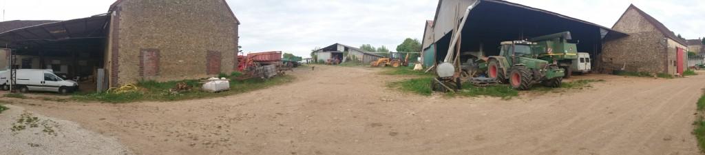 les batiments de la ferme aux cailloux